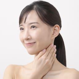 メディリフト ネック(首もと専用美容器)│YA-MAN│EPN-10B 【使用方法1】化粧水でお肌を整えます。