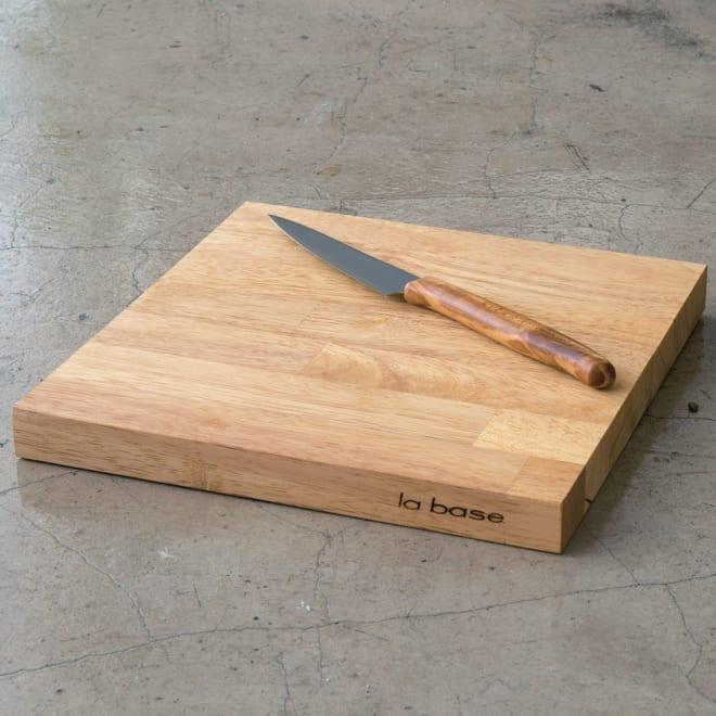 有元葉子のラバーゼ まな板 ※包丁は商品に含まれません。
