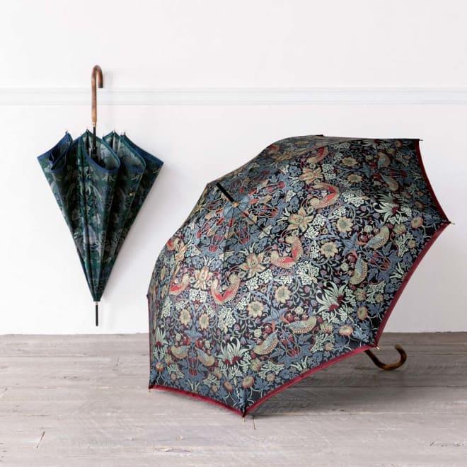 V&A モリス〈いちご泥棒〉ジャカード生地晴雨兼用傘 長傘 左から(イ)ネイビー/グリーン (ア)ブラック/エンジ