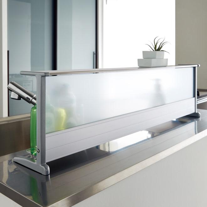 洗剤が置けるスライド式トレー付きの水はね防止ラック 幅90cm