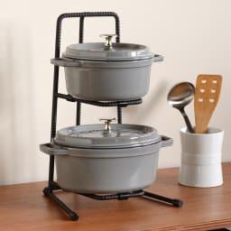 1段5kgの耐荷重 頑丈鍋ラック 2段 重たい鋳物の鍋を置いてもビクともしません。