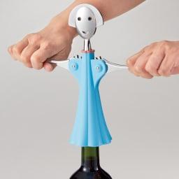 ALESSI アレッシィ ワインオープナー アンナ G. (ア)ブルー  両腕を下げるとコルクが抜けます。