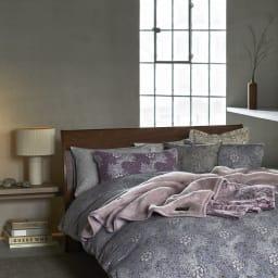 ピュア・モリス 綿毛布〈ピュアいちご泥棒〉 [コーディネート例] ※お届けは綿毛布です。