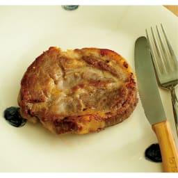 有元葉子の鉄のフライパン 片手径18cm 「シンプルだけれど、お肉はこうして食べるのが一番おいしい。しょうがじょうゆで食べるのもおすすめです」