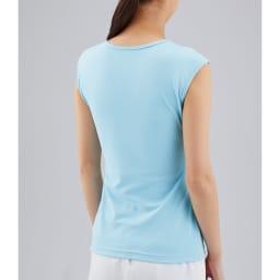 カップ付きフレンチTシャツ 1枚 バックスタイルは生地1枚なので、気になる下着のラインの無いフラットな後ろ姿に