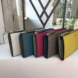 ペレボルサ 長財布/二つ折り財布 L字ファスナー長財布 新色が出るたびに買い足される方も多い人気商品です(一部カラーは現在お取り扱いしておりません)
