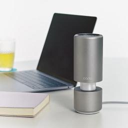 cado パーソナル空気清浄機 (ウ)ブラック 書斎やオフィスでも使えるUSBでの電源供給が可能(※充電式ではありません)。
