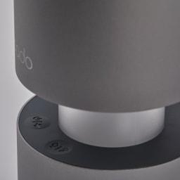 cado パーソナル空気清浄機 電源、風量(3段階)、光量(3段階)をワンタッチで直感的に操作。