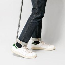 SHIN/シン ロング靴ベラ アルミ製で軽く、膝を曲げずに使用できる長めの靴べら。