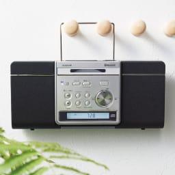 薄型2WAY CDプレーヤー 背面のハンドルで壁掛けに。ワイヤレスなので見た目もすっきり。