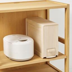 桐の米びつ 容量5kg 炊飯器の脇やキッチンボードにも置けるサイズとデザイン。