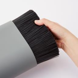 ナイフブロック 中のプラスチック棒は取り出して洗えるので衛生的。