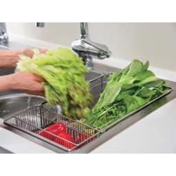 有元葉子のラバーゼ 水切り シンク内に入れて使う水切り シンクイン バスケット 食器の水切りだけでなく野菜の水切りカゴとしても便利です