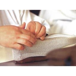 ARCOPEDICO/アルコペディコ メッシュシューズ ライト 中敷きの貼り付け、靴底の取り付けなどは、職人が手作業で行っています。