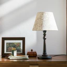 ウィリアム・モリス マリーゴールド柄LEDテーブルスタンド (ア)ベージュ どんな空間にもなじむ上質なデザインです