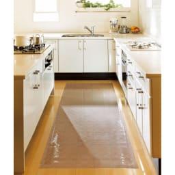 キルト柄 透明キッチンマット(奥行80cm) ※写真は奥行80cmタイプです。