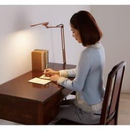 フロア型読書灯 LEDエグザーム DIVA (イ)ブラウン 読書や仕事、勉強等、シーンに対応。手元をきちんと照らしてくれます。