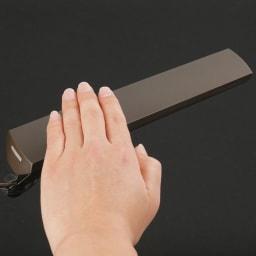 フロア型読書灯 LEDエグザーム DIVA シェードの上をかざすだけで、スイッチオン・オフ操作。