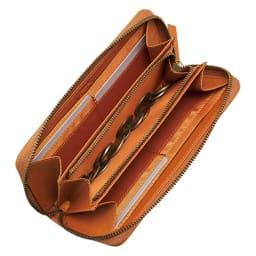 ベストオブモリス いちご泥棒 長財布 大きく開いて中身が見やすいラウンドファスナータイプ。中央にファスナー付きの小銭入れ。カードポケットは8枚分と、収納力も十分。