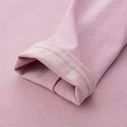 コットンシルクのリラックスウェア 袖口は縫い目が直接肌に当たらないよう、包み仕上げに。