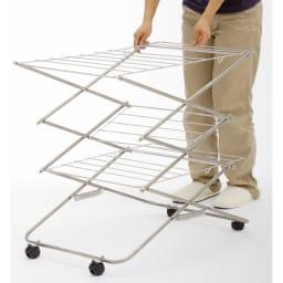 室内用たためる物干し/ハンガー 幅57高さ122cm 3段 組み立て、収納が女性一人でも簡単にできます。