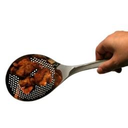 ののじ 穴あきおたも お得な大小セット から揚げも一気にすくえます。表面が平らだから油汚れを落とすのも簡単。