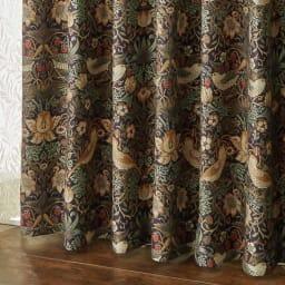 モリスデザインスタジオ 〈いちご泥棒〉ドレープカーテン 2枚組(イージーオーダー) 形状記憶加工されているので、裾部分までヒダがきれいにでます。 (ウ)ダークヴァイオレット