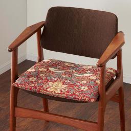 モリス ジャカード織 シートクッション (イ)いちご泥棒・レッド系 ※写真は1人掛けです。