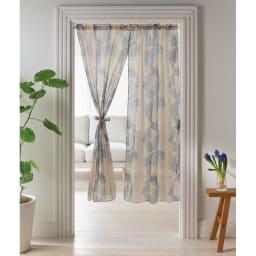 モリス柄モチーフのれん アカンサススクロールシアー・ブルー ※写真は幅145丈150cmです。