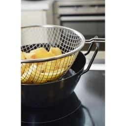 鉄の揚げ鍋3点セット フライドポテトも一度に油に入れ、一気に引き出せるから揚げムラもなく簡単です。