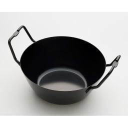 鉄の揚げ鍋3点セット ハンドルに窪みがあり、その窪みに揚げ鍋をしっかりセットできます。