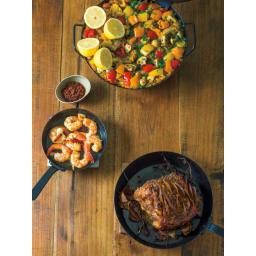 有元葉子の鉄のフライパン 両手径30cm レシピ 「パエリア」「エビのアヒージョ」「豚肉のロースト」のレシピをWebでご紹介しています。 「有元葉子 ディノス」で検索してください。