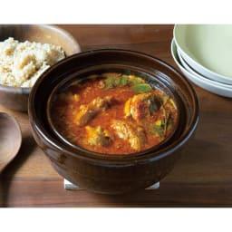 ロースト土鍋 水分を全く入れないで野菜とトマトの水分だけで作るカレーも絶品です。