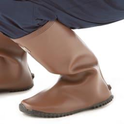 老舗ミツウマのガーデナーブーツ 軽くて柔らかいゴムを使用しており、しゃがんでの作業や長時間の作業でも疲れにくい。そしてかかとの裏にゴムがあたりにくい構造
