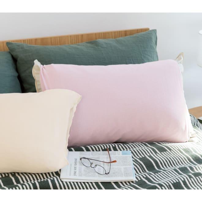 シルクの枕カバー 1枚 左から(ア)クリーム (イ)パープル