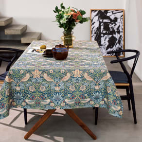 モリスデザインスタジオ ジャカード織 はっ水テーブルクロス〈いちご泥棒〉約134×240 写真