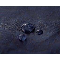 PELLE BORSA/ペレボルサ〈アライブ〉 はっ水トラベルシリーズ ボストンバッグ ポリエステル混紡のオリジナルジャカード生地。ウレタンコーティングを施してあるため防水性が高く、汚れても水拭きでお手入れが可能。