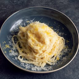 マイクロプレイン・プロシリーズ ステンレス製ゼスター おろし金 レモンの香りとパルメジャーノチーズの香しいレモンパスタ。うっとりする美味しさです。