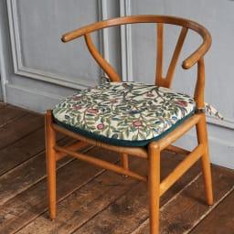 モリスデザインスタジオ ジャカード織シートクッション〈ケルムスコットツリー〉 ※写真はノーマルタイプです。