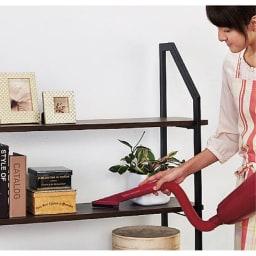 マキタ コードレスハンディクリーナー パワフルモード搭載モデル 特別セット 本棚や照明も。 蛇腹ホースを使えば掃除しにくい場所も簡単に。