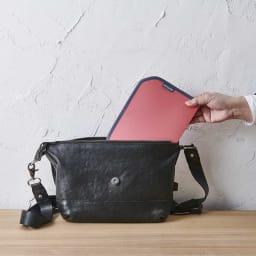 ORU tote(折るトート) しっかり底の折り畳みエコバッグ 130gと軽くて薄いからバッグからの出し入れもしやすい。ビジネスバッグなどにも携帯しやすく、帰宅時の買い物にも便利です!