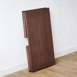 Slim ウォールナット折りたたみ可能なテーブル 幅105cm 薄くてコンパクト。折りたたんで、持ち運べます。折りたたんだ時の厚さは約5.5cm。ちょっとしたすき間にも収納できます。