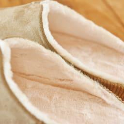 スリッパ room's MOCO 内側には肌触りの良いファー感覚のボア素材を使用。ふんわり、フカフカで、あったか!