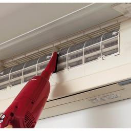 マキタ コードレスハンディクリーナー パワフルモード搭載モデル 特別セット 高い場所にも。 とにかく軽量なのでエアコンなど掃除も無理なく。