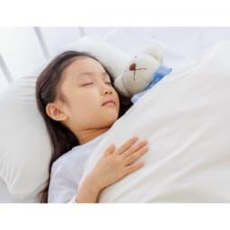 イオニックブリーズMIDI 寝室にもおすすめの静音設計。稼働音はわずか10dB。(※5) 10dBといえば木の葉の触れ合う音や、置き時計の秒針の音と同等。24時間使うものだから音に敏感な方にはとくにおすすめです。 ※5 東京都立産業技術研究センター調べ 測定距離:50cm