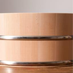 ambai(アンバイ) 風呂道具シリーズ 木曽産さわらの湯桶(風呂桶) さびにくいステンレスのタガも洋のバスルームでも違和感がありません。