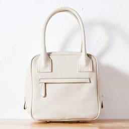 Coquette(コケット)ゴブラン織 キュービックバッグ 背面は外ポケット付き。