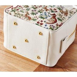 Coquette(コケット)ゴブラン織 キュービックバッグ 底鋲付きだから床においても大丈夫。