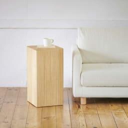 かるばこ テーブル&スツール 高さ60cmをサイドテーブルとして使用。