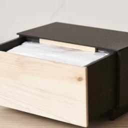 Hinoki+(ヒノキ プラス) マスク収納ボックス 引き出し1段 引き出しがこぼれ落ちないよう天板下部にこぼれ止めを装備。釘やネジを使わず組み立てる高度な職人技で作られています。